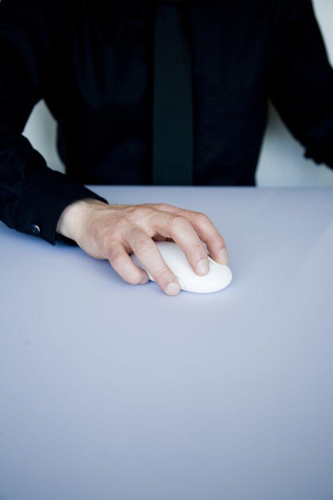 神奇的AR感測器,戴上它隔空就能操縱介面,連鍵盤滑鼠都不需要.