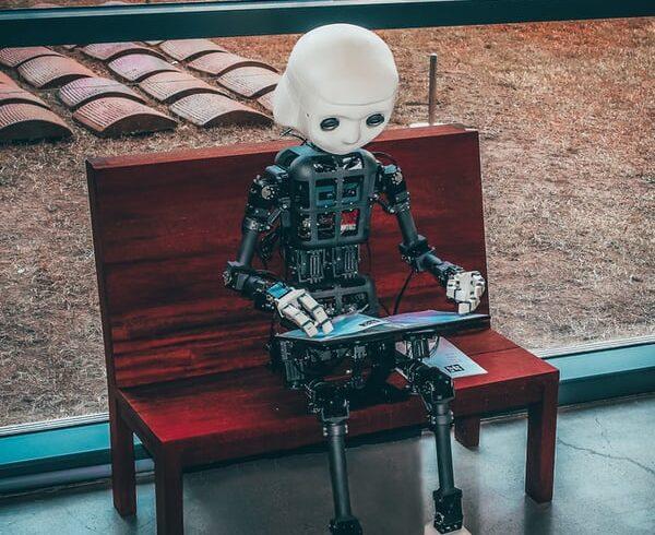 這款人工智慧機器人超成功!連老人都更愛人工智慧陪他們玩遊戲呢!